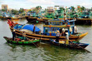 Fishing-boat,-Vietnam.jpg