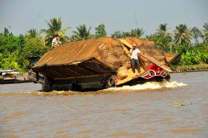 Rice-husk-boat,-Mekong.jpg