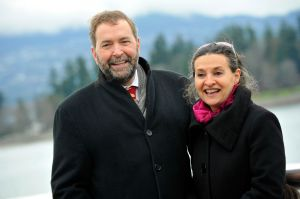 Tom-Mulcair-w-Catherine-Mulcair-west-coast.jpg