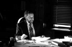 Tom-Mulcair-working-at-desk.jpg