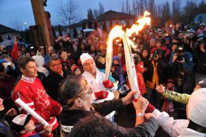Mayor-Robertson,-Musquem,-Olympic-Torch.jpg