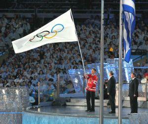 Mayor-Robertson-w-2010-Olympic.jpg