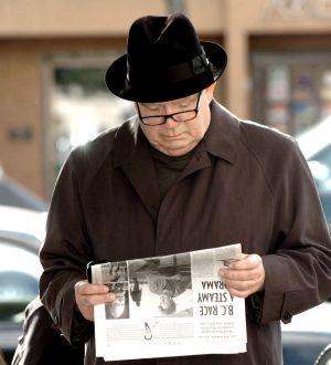 Jim-Green-reaading-daily-news.jpg