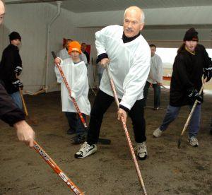 Jack-Layton-campaign-hockey-1.jpg