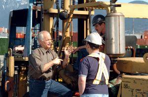 Jack-Layton-w-dockworkers.jpg