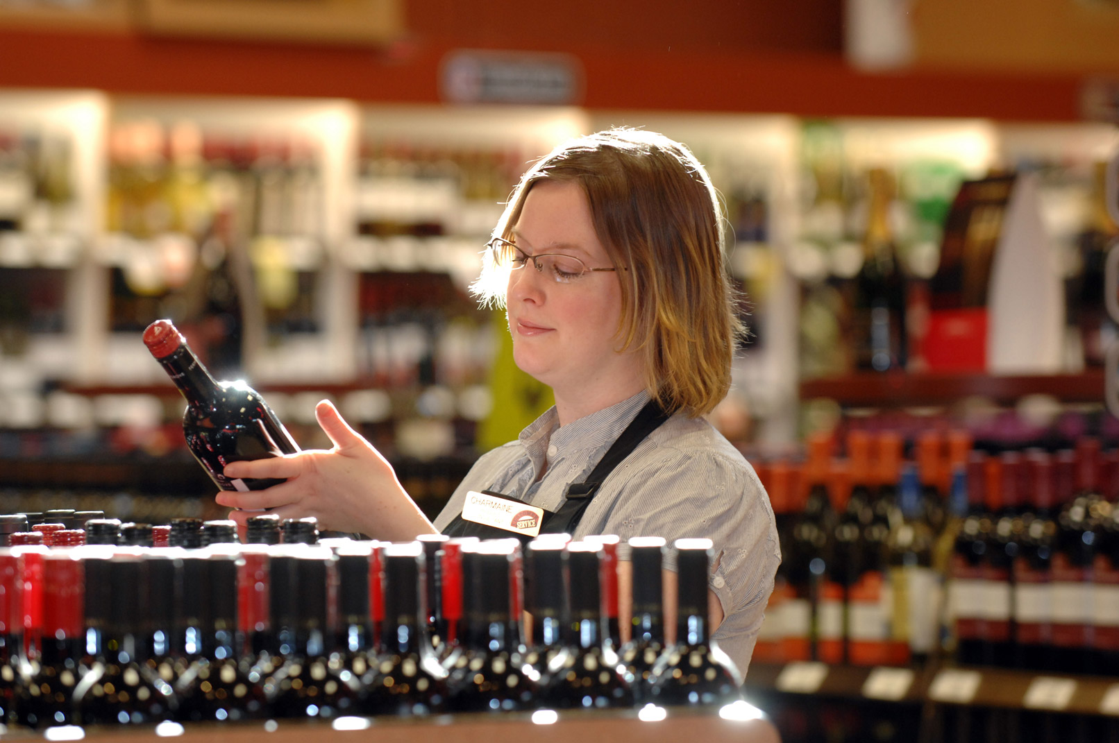 workers and unions liquor store worker jpg