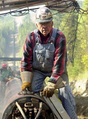 Pipeworker.jpg