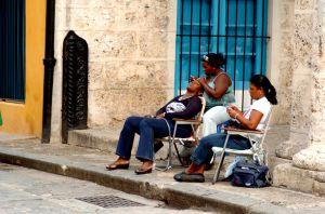 Roadside-Grooming,-Havana.jpg